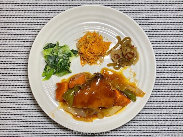 ぶりと野菜の黒酢あんかけ盛り付け